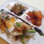 ラ・エテルニータ - 前菜4種類:エビマリネ、つぶ貝、カルパッチョ、稚鮎の南蛮漬けです☆