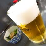 酒亭 玉河 - サッポロ生ビール(中)500円