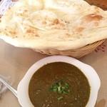 Sita - ランチ。ほうれん草チキンカレー。 ほうれん草の味が濃くて美味しい。