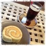 amacha. - 塩キャラメルのロールケーキと アイスコーヒー