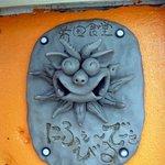 前田食堂 - お店のオレンジの部分はこんな風になっているんですよ。「ありがとう」と書いてます。