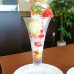 そらり - 苺のミルフィーユパフェ