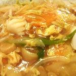 新華苑 - 料理写真:溶き玉子が掛かってて具材も多い。