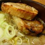 麺屋一樹 - 厚切り炙りチャーシュー