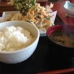 天ぷら家 - 天ぷら定食750円+単品(かき揚げ小、れんこん)