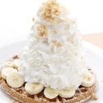 エッグスンシングス - バナナホイップクリームとマカデミアナッツ