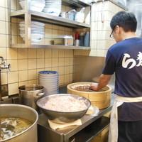 毎朝仕込むワンタン・焼売は手作りにこだわり続けています