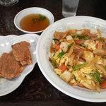 新華苑 - 料理写真:キムチ丼と豚天