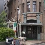 20523712 - 古いビルの1Fにお店はある