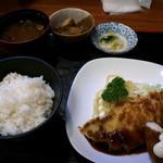 焼とんかつの店たいら - 料理写真:焼とんかつとエビフライ定食
