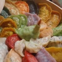 線條手打餃子専門店 - 野菜を練り込んだ様々な餃子です♪