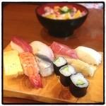 いろは寿司 - にぎり一人前。 アラ汁・サラダが付いて¥680。お得。 ネタもいい。 アットホームな廻らないお寿司屋さん。