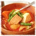 シンガポール海南鶏飯 - 野菜たっぷり!ココナッツミルクの風味豊かなカレー