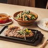 ステーキハウス - 料理写真:特撰リブロースのステーキ、ステーキハウス特製ガーリックスープ、ほうれん草とベーコンのガーリックサラダ