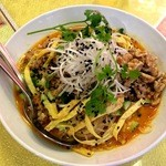 中国菜館 海星 - 黒ゴマ坦々冷やし中華@甘いクルミとパクチーがアクセント