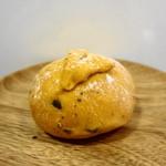 エムサイズ - トマト味のパン