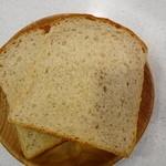 エムサイズ - 鷹番という名の食パン ズッシリです