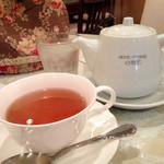 ANNE-MARIE CAFE - ローズ・コングーという紅茶にしました