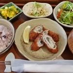 ii-ma - 料理写真:十三穀米のごはんセット(えのきと大葉の豚肉ロールフライ)