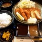 とん亭 - 料理写真:ヘレミックス定食(カニコロッケ、イカフライ)