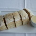 ニューヨーク・グリル - 名物パン?フランスパンみたいに硬い
