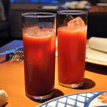 cucina Wada - カンパリオレンジ(左) / イタリア産赤いオレンジジュース(右)