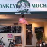 モンキーモカ コーヒープラスモア - 目印はモンキーの看板にピンクのブタが飛んでいるのお店です。