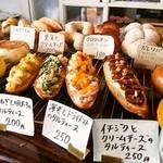 20629895 - この辺のパンの並びが 好き♡