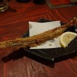 魚圓 - 鰻の骨のフライ。パリッパリ。