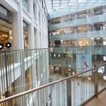 20637431 - 三角形の面白いビルですね。ビル名は「KITTE」。元の局長室も展示開放されています