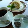 翠 - 料理写真:豆乳ロールケーキ とSuiブレンドコーヒー