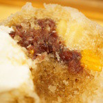 ジャパニーズアイス櫻花 - 中には餡子と黄桃、パイナップル。