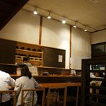 北斎茶房 - しっとりとした雰囲気の店内。