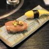 とりあへず - 料理写真:お通しの寿司2貫(300円)※2013年8月