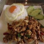 タイ料理研究所 - ガイ・パット・バイ・ガパオ・ラートカオ