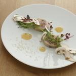 アニエルドール - 料理写真:岩手ホロホロ鳥のバロティーヌ、クルミ、杏。