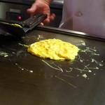 オリオリ - ステーキオムライス980円 調理過程