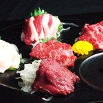 馬肉専門店 SIMBA - 料理写真:本場熊本直送!馬刺し5点盛り!