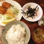 洋食 キムラヤ - 日替わりランチ カニクリームコロッケとマグロやまかけ