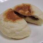 パン工房ペルミオ - '13.6.豚ぱん¥150- 豚まんの中身がパンに入った感じ。