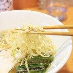 伊佐夫 - ちぢれ麺は自家製の中太平打手揉み麺。 '13 8月上旬
