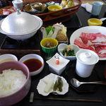 御料理 自治医大 多門 - お昼、栃木和牛シャブ御膳、2千数百円・・安いから仕方ない?