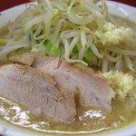 ラーメン二郎 - 山盛りの野菜とこの豚が無性に食べたくなって