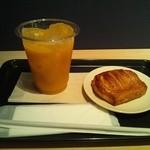ノードカフェ - マンゴージュース・カスタードデニッシュ