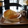 ハナフサ - 料理写真:アイスコーヒーと、バタートーストのモーニング全景(2013.8.24)