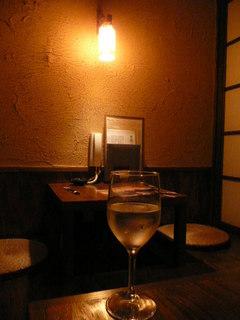 カーヴ隠れや - ワイングラスで飲むシリーズ「日本酒だっさい」飲みやすくて旨い
