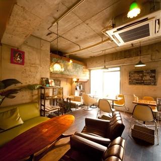ミッドセンチュリーな隠れ家カフェは貸切パーティーに最適♪
