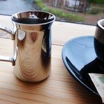 フラットホワイトコーヒーファクトリー - ロングブラック(+EX1ショット)お湯がついてきます。
