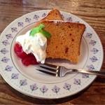 カフェ・ポステン - トマトのシフォンケーキ