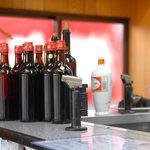 創華飯店 - 紹興酒がそろっています。